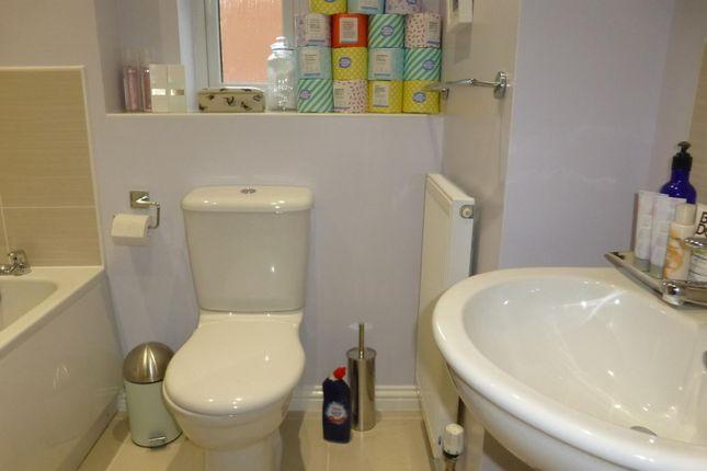 Bathroom of John Clare Close, Oakham LE15