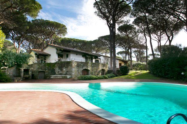 Thumbnail Villa for sale in Roccamare, Grosseto, Tuscany, Italy