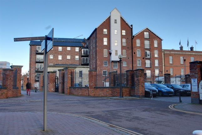 Thumbnail Flat to rent in Pridays Mill, Gloucester Docks, Gloucester