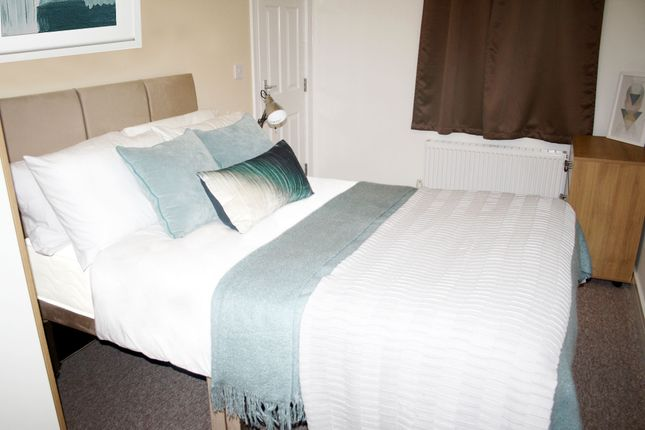 Thumbnail Room to rent in Room 3, Glyn Avenue