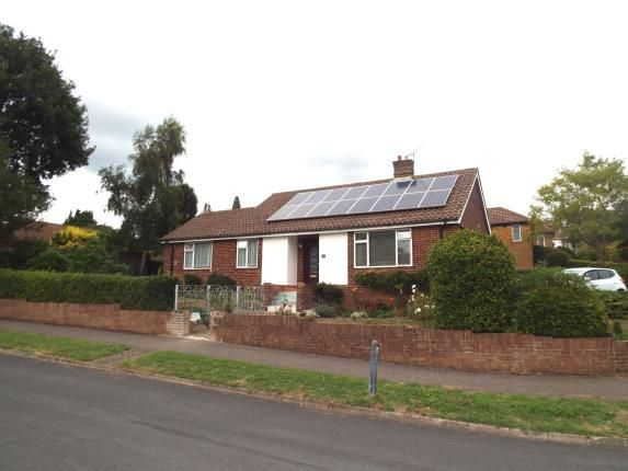 Thumbnail Bungalow for sale in Bassett Green Close, Southampton