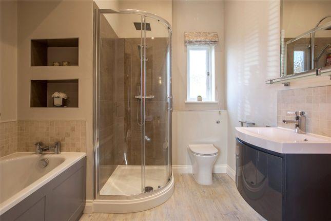 Family Bathroom of Hazel Grove, Kingwood, Henley-On-Thames, Oxfordshire RG9