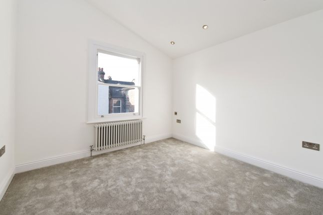 Second Bedroom of Brewster Gardens, London W10