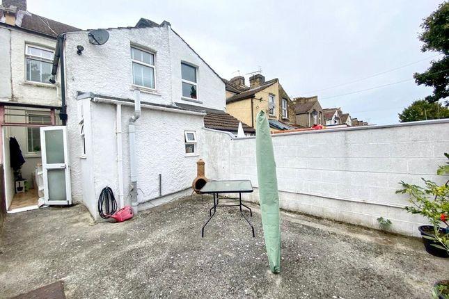 Picture No. 21 of Gordon Road, Northfleet, Kent DA11