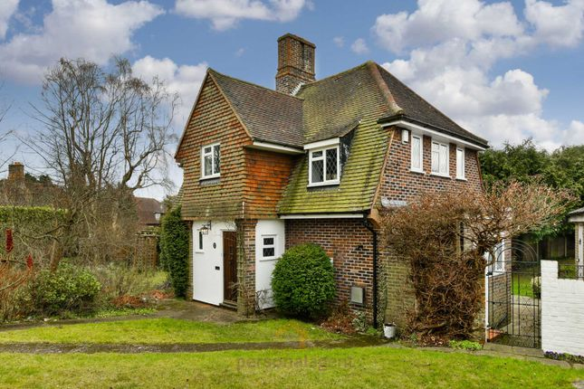 Thumbnail Detached house to rent in Tattenham Way, Tadworth