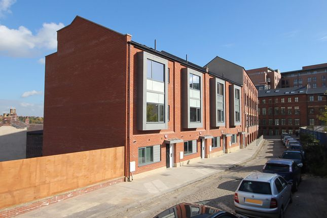 Thumbnail Town house for sale in Well Meadow Drive, City Centre, Sheffield