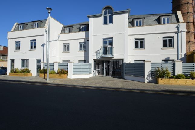Thumbnail Flat for sale in Pouparts Place, Twickenham