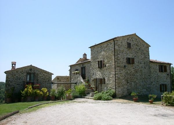 6 bed farmhouse for sale in Villa Bellona, Preggio, Umbertide, Umbria