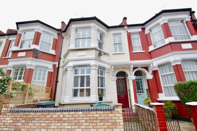 2 bed flat to rent in Harvey Road, Crouch End