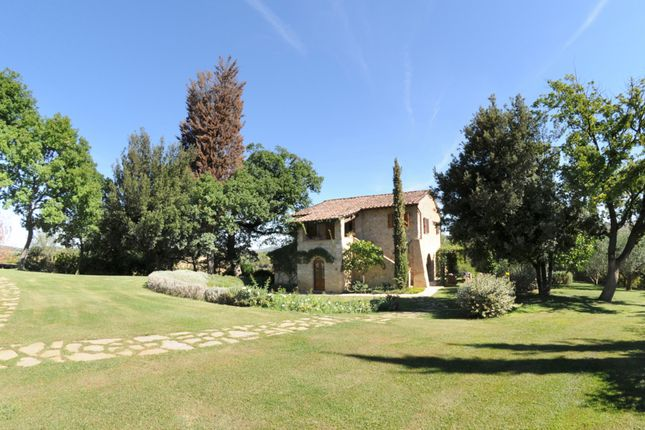 4 bed country house for sale in Cetona, Siena, Tuscany, Italy