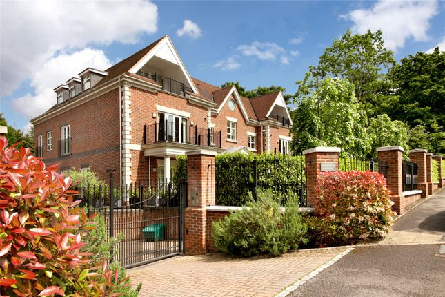Thumbnail Flat for sale in Dorchester Mansions, Cross Road, Sunningdale, Berkshire