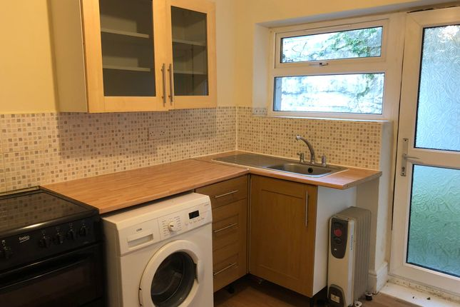 2 bed flat to rent in North Road East, Plymouth