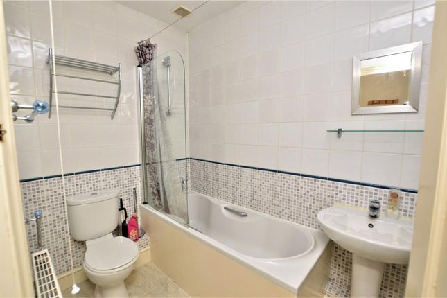 Bathroom of Beech House, Exeter Road, Honiton, Devon EX14
