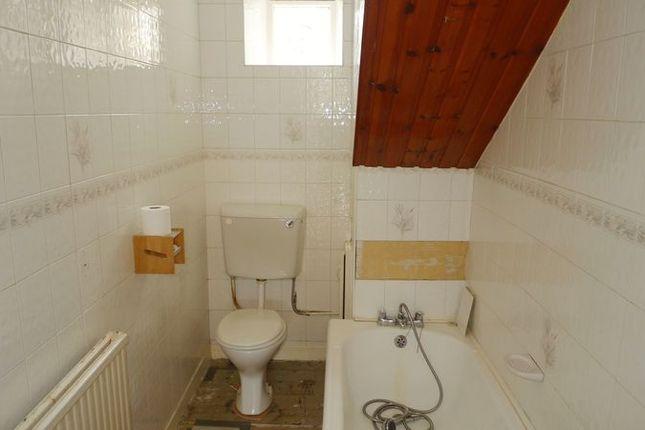 Bathroom of Forth Avenue, Kirkcaldy KY2