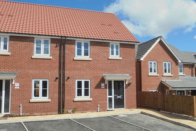 3 bedroom semi-detached house to rent in Clover Avenue, Malton
