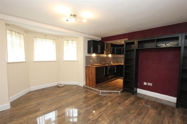 Thumbnail Flat to rent in Sanderstead Road, Sanderstead, South Croydon