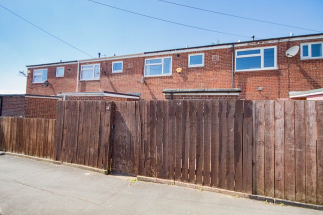 3 bed terraced house to rent in Moorfoor Close, Hull HU7