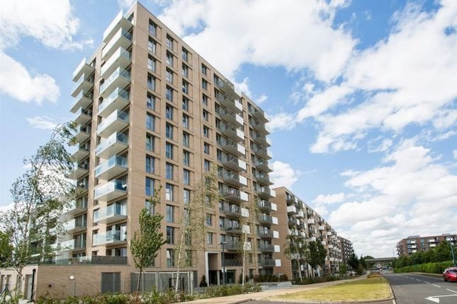 Thumbnail Flat to rent in Waterside Heights, Royal Dock