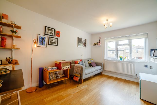 Thumbnail Flat for sale in Lullington Road, London