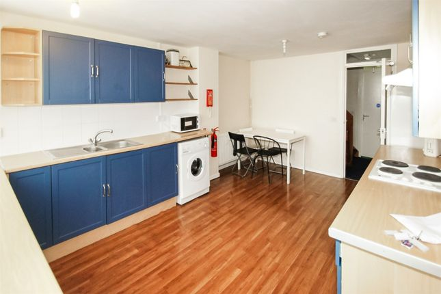 Thumbnail Town house to rent in Barchester Close, Uxbridge, Middlesex