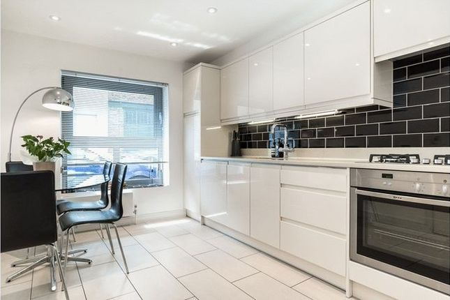 Thumbnail Mews house to rent in Sidney Grove, London