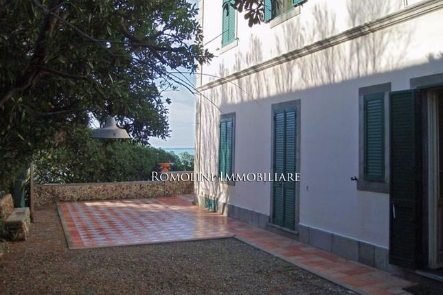 Villa With Access To The Sea In Tuscany