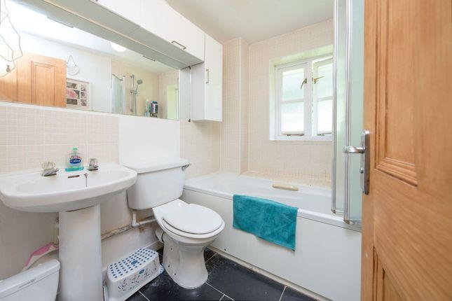 Bathroom of Royal Close, Stoke Newington N16