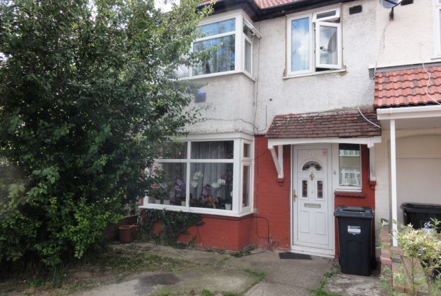 Thumbnail Terraced house to rent in Ashgrove, Heston