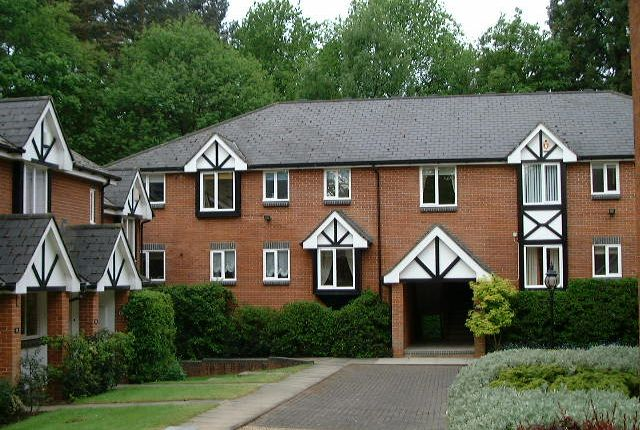 Thumbnail Flat to rent in The Knoll, Aspley Guise