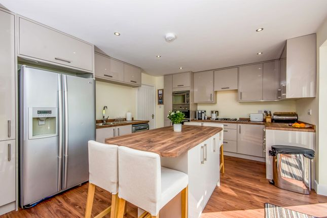 Thumbnail Detached house for sale in Smallfield Road, Horley