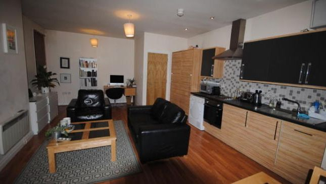 Photo 8 of Flat 2, Headingley, 36 Cardigan Road, Headingley LS6