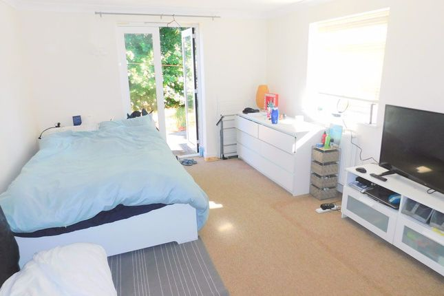 Thumbnail Flat to rent in Parkleigh Road, London