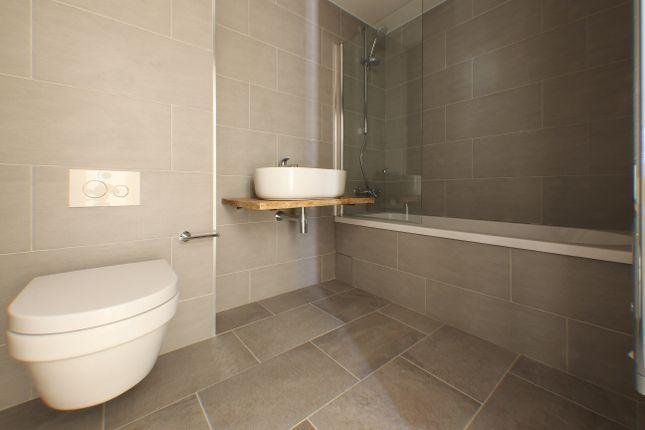 Bathroom of Bedford Road, London SW4