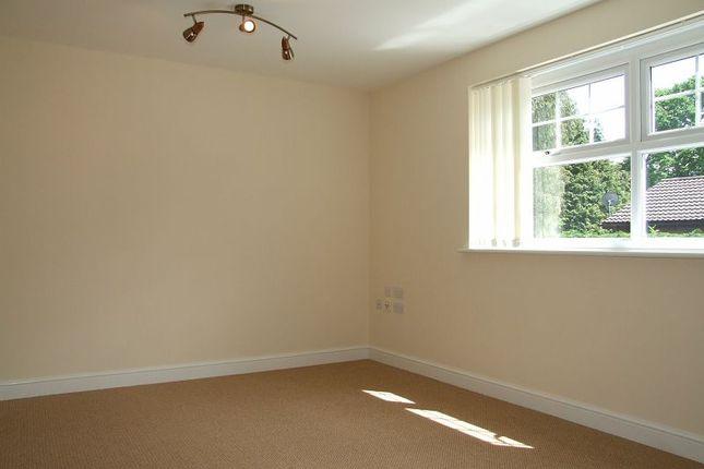 Thumbnail Flat to rent in Kingsmills Road, Wrexham