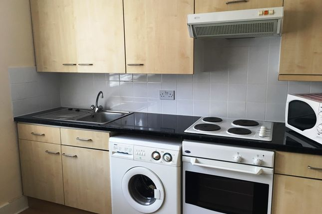 Thumbnail Flat to rent in High Street South, Dunstable