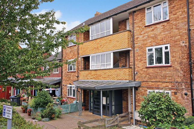1 bed flat to rent in Farm Close, Hertford SG14