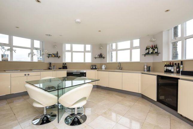 Thumbnail Flat to rent in Princess Park Manor N11,