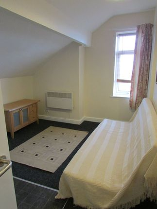 Thumbnail Flat to rent in Noster View, Beeston, Leeds