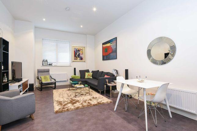 Thumbnail Flat to rent in Blackburn Road, West Hampstead, London