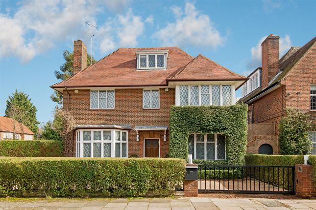 Thumbnail Detached house for sale in Kingsley Way, London