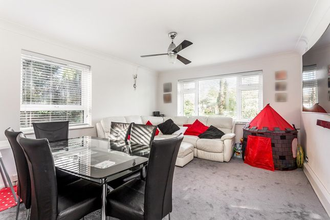 2 bed flat for sale in Snakes Lane, Woodford Green