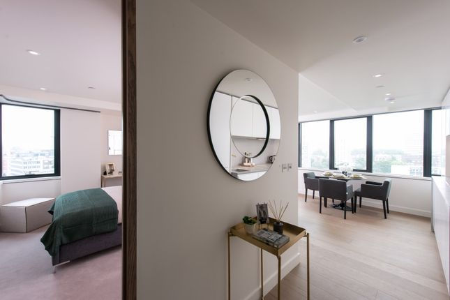 Thumbnail Flat for sale in Blake Tower, Barbican