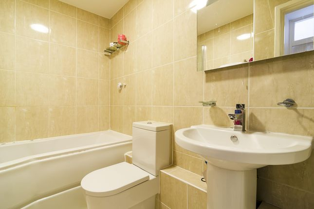 Bathroom of Queens Avenue, London N10