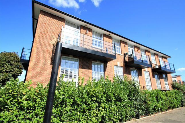 Thumbnail Flat to rent in London Road, Leigh-On-Sea