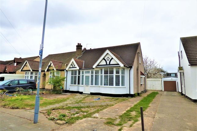 3 bed bungalow to rent in Levett Gardens, Ilford IG3
