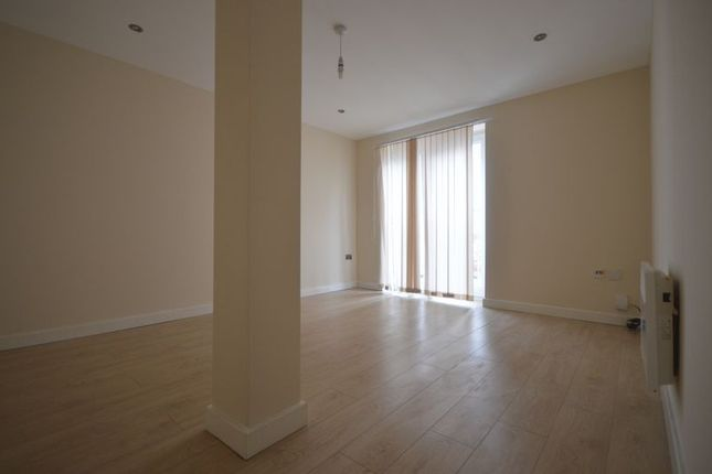 Thumbnail Flat to rent in Flat 8, Western Road