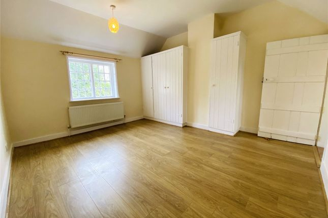 Picture No. 13 of Ramblers Cottage, Bucks Hill, Kings Langley, Hertfordshire WD4
