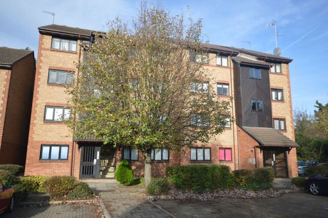 Thumbnail Flat to rent in Cricketers Close, Erith