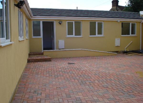 Thumbnail Bungalow to rent in Walnut Tree Avenue, Dartford
