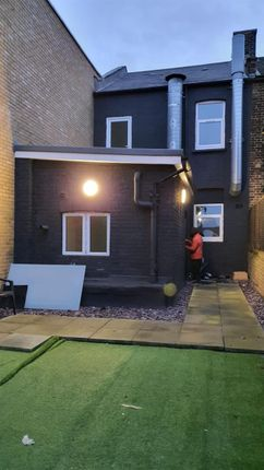 5 bed flat to rent in High Street, Grays RM17